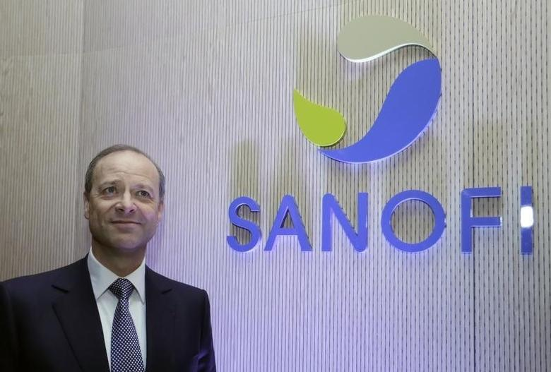 Chris Viehbacher, Chief Executive Officer of Sanofi, poses for the media before the company's 2012 annual results presentation in Paris February 7, 2013.  REUTERS/Jacky Naegelen