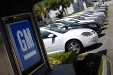 Les ventes de General Motors pour le mois d'avril se sont avérées supérieures aux attentes, contrairement à celles de ses deux concurrents américains, Ford et Chrysler (groupe Fiat), dont les livraisons sont en deçà des anticipations. /Photo d'archives/REUTERS/Carlos Barria