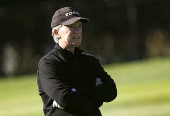 Bill Gross plays golf on the first hole at Pebble Beach Golf Links in Pebble Beach, California, February 8, 2012. REUTERS/Robert Galbraith/Files