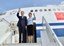 Chinese Premier Li Keqiang (L) and his wife Cheng Hong wave as they arrive at the airport in Addis Ababa, capital of Ethiopia, May 4, 2014.  REUTERS/Li Tao/Xinhua