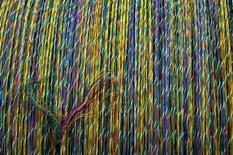 Le fabricant de câbles Nexans, qui a vu son chiffre d'affaires augmenter de près de 4% au premier trimestre en croissance organique, confirme mardi ses objectifs financiers pour 2014 et 2015. /Photo d'archives/REUTERS