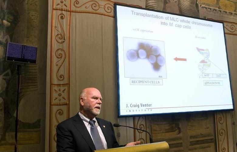 American biologist Dr. Craig Venter addresses a medical conference in Rome July 21, 2010. REUTERS/Remo Casilli