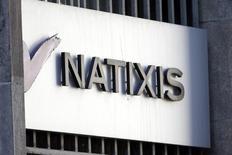 Natixis se dit confiant mardi dans sa capacité à distribuer au moins 50% de son résultat net 2014 après avoir publié des résultats en légère hausse de 7% au premier trimestre. /Photo d'archives/REUTERS/Charles Platiau