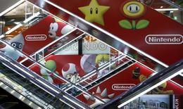 """Nintendo fait état mercredi d'une troisième perte annuelle consécutive mais le groupe japonais dit miser sur une série de nouveaux jeux, dont """"Mario Kart 8"""", pour dynamiser ses ventes et renouer avec les bénéfices. /Photo prise le 7 mai 2014/REUTERS/Toru Hanai"""