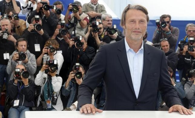 Cast member Mads Mikkelsen poses during a photocall for the film ''Michael Kohlhaas'' at the 66th Cannes Film Festival in Cannes May 24, 2013.        REUTERS/Jean-Paul Pelissier