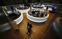 Помещение Франкфуртской фондовой биржи 3 марта 2014 года. Европейские фондовые рынки растут за счет акций Alstom, но напряженность на Украине сдерживает рост. REUTERS/Ralph Orlowski