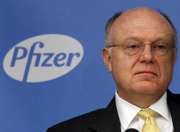 Ian Read, chief executive officer of Pfizer, addresses a news conference in New York November 5, 2013. REUTERS/Adam Hunger/Files