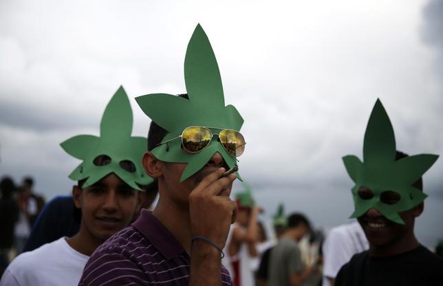 A demonstrator smokes marijuana during the Marijuana March in Rio de Janeiro May 10, 2014. REUTERS/Pilar Olivares