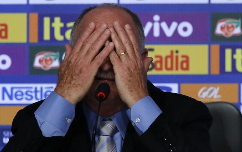 Brazilian national soccer team head coach Luiz Felipe Scolari reacts during a news conference in Rio de Janeiro May 7, 2014. REUTERS/Sergio Moraes