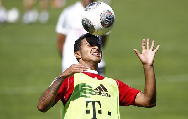 Spain's soccer player Thiago Alcantara controls a ball during a training session in Munich July 17, 2013.  REUTERS/Michaela Rehle/Files