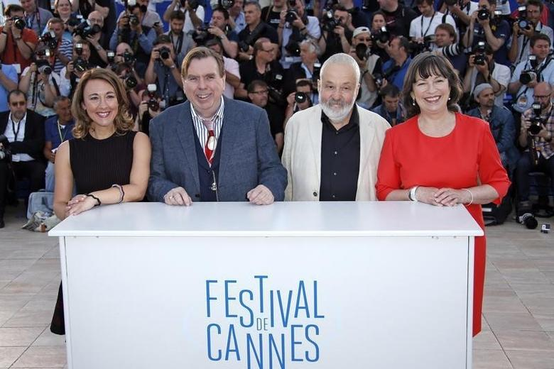 Director Mike Leigh (2ndR), cast members Dorothy Atkinson (L), Timothy Spall (2ndL) and Marion Bailey (R) pose during a photocall for the film ''Mr. Turner'' in competition at the 67th Cannes Film Festival in Cannes May 15, 2014.   REUTERS/Benoit Tessier