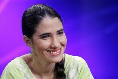 A blogueira cubana Yoani Sánchez é entrevistada em um programa da TV local em Lima, no Peru, em abril. 12/04/2013 REUTERS/Enrique Castro-Mendivil