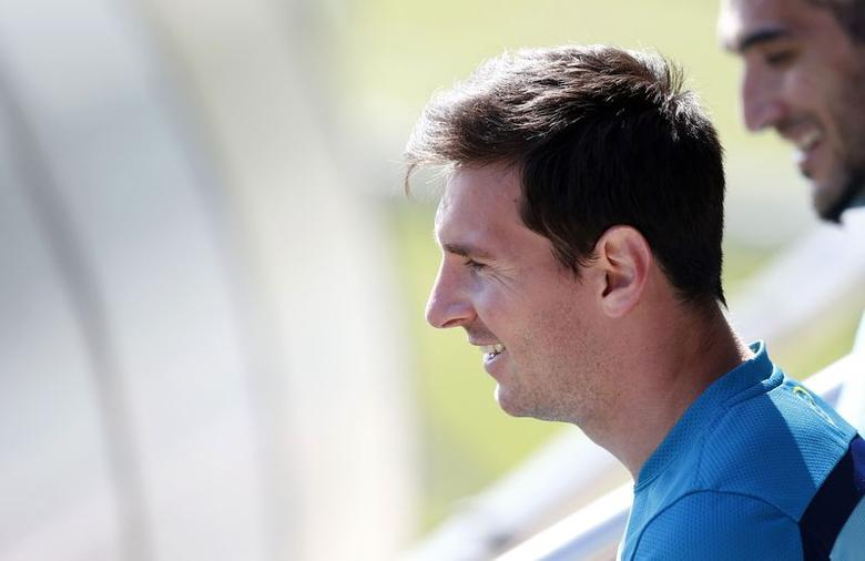 Barcelona's soccer player Lionel Messi attends a training session at Joan Gamper training camp, near Barcelona May 16, 2014.  REUTERS/Albert Gea