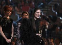 Singer Lorde accepts the top new artist award onstage at the 2014 Billboard Music Awards in Las Vegas, Nevada May 18, 2014.  REUTERS/Steve Marcus