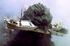 """Монстр Годзилла в фильме """"Годзилла: Миллениум"""".  Римейк классической японской киноленты о динозавроподобном монстре Годзилла покорил прокат Северной Америки, собрав за выходные внушительные $93,2 миллиона и став по этому показателю вторым в 2014 году. Ho New / Reuters"""