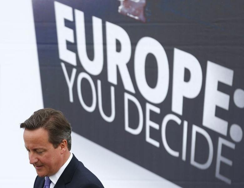 Britain's Prime Minister David Cameron attends the launch of his Conservative Party's election poster for the European elections in the car park at a rugby club in Chippenham, southern England May 8, 2014.  REUTERS/Andrew Winning