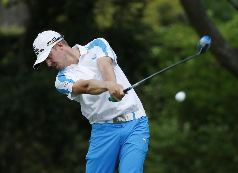Sweden's Jonas Blixt hits his tee shot on the second hole during the final round of the Masters golf tournament at the Augusta National Golf Club in Augusta, Georgia April 13, 2014. REUTERS/Mike Blake