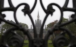 Fettes College is seen though its front gate in Edinburgh, Scotland April 30, 2014.  REUTERS/Suzanne Plunkett
