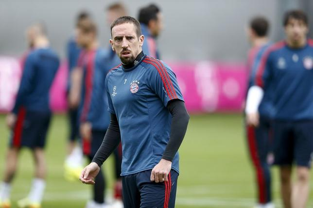Bayern Munich's Franck Ribery attends a training session in Munich April 28, 2014.   REUTERS/Michael Dalder