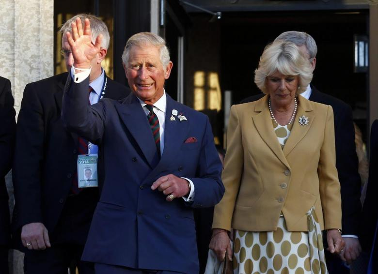 Britain's Prince Charles and Camilla, Duchess of Cornwall, wave goodbye in Winnipeg, Manitoba, May 21, 2014. REUTERS/Mark Blinch