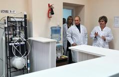 Владимир Путин посещает больницу в Белгородской области в бытность премьер-министром 15 ноября 2011 года. REUTERS/Alexei Nikolsky/RIA Novosti/Pool