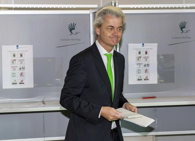Far-right politician Geert Wilders of the anti-immigration Dutch Freedom (PVV) Party casts his vote during the European Parliament elections, in an elementary school in the Hague May 22, 2014. REUTERS/Michael Kooren
