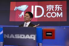 Richard Liu, PDG et fondateur de JD.com. Le numéro deux chinois du commerce en ligne a gagné jusqu'à 20% jeudi pour ses débuts sur le Nasdaq, de bon augure pour l'introduction à venir de son grand concurrent Alibaba. /Photo prise le 22 mai 2014/REUTERS/Shannon Stapleton