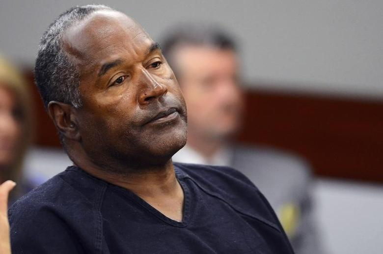 O.J. Simpson watches his former defense attorney Yale Galanter testify during an evidentiary hearing in Clark County District Court in Las Vegas, Nevada May 17, 2013.  REUTERS/Ethan Miller/Pool