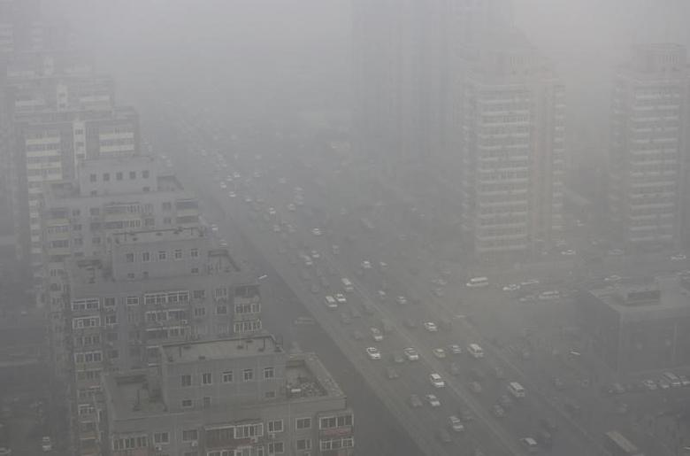 Cars drive on the Three Ring Road amid the heavy haze in Beijing February 26, 2014. REUTERS/Jason Lee/Files