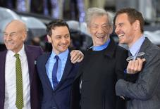 """Актёры (слева направо) Патрик Стюарт, Джеймс Макэвой, Иэн Маккеллен и Майкл Фассбендер на премьере новой части """"Людей Икс"""" в Лондоне 12 мая 2014 года. Новая часть серии фильмов про людей-мутантов """"Люди Икс: Дни минувшего будущего"""" хорошо стартовала в кинопрокате Северной Америки, с пятницы по воскресенье собрав в прокате $90,7 миллионов и сместив на вторую строчку лидера прошлой недели - новую версию """"Годзиллы"""". REUTERS/Toby Melville"""