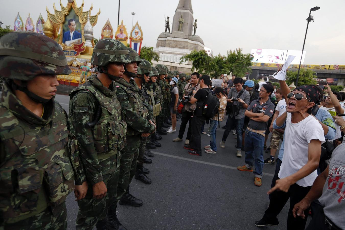 Thai army gets down to work on economy, stifles dissent