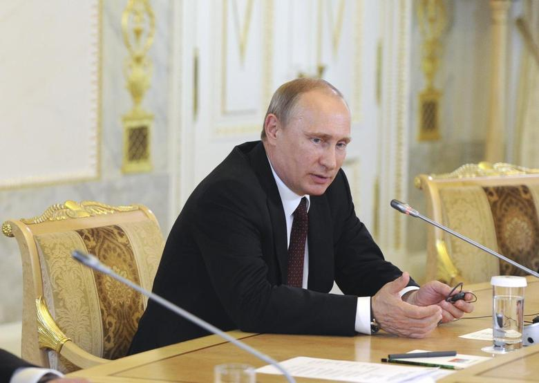 Russia's President Vladimir Putin meets with a group of foreign journalists on the sidelines of the St. Petersburg International Economic Forum 2014 (SPIEF 2014) in St. Petersburg May 24, 2014. Russian President Vladimir Putin said on Saturday that a new Cold War with the West over Ukraine was unlikely. East-West relations have reached their lowest level since the end of the Cold War two decades ago with a fall of the Soviet Union, over the crisis in Ukraine. REUTERS/Mikhail Klimentyev/RIA Novosti/Kremlin (RUSSIA  - Tags: POLITICS BUSINESS) ATTENTION EDITORS - THIS IMAGE HAS BEEN SUPPLIED BY A THIRD PARTY. IT IS DISTRIBUTED, EXACTLY AS RECEIVED BY REUTERS, AS A SERVICE TO CLIENTS