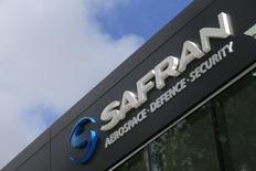 Safran s'est dit en bonne voie pour réaliser ses objectifs pour 2015, à savoir un chiffre d'affaires supérieur à 15 milliards d'euros et une marge opérationnelle courante ajustée proche de 15%. /Photo prise le 13 mai 2014/REUTERS/Gonzalo Fuentes