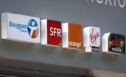 L'Autorité de régulation des télécoms (Arcep) a annoncé mardi avoir ouvert cinq enquêtes administratives concernant le déploiement des réseaux mobiles et la qualité des services fixes de Bouygues Telecom, Orange, SFR et Free Mobile. /Photo prise le 16 mai 2014/REUTERS/Charles Platiau