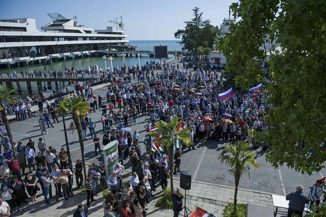 Supporters of Abkhazia's President Alexander Ankvab hold a rally in Sukhumi, the capital of Georgia's breakaway region of Abkhazia May 28, 2014. REUTERS/Nina Zotina