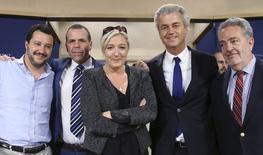 (esquerda/direita) Matteo Salvini, membro do partido italiano Liga Norte; Harald Vilimsky, do Partido da Liberdade da Áustria; Marine Le Pen, da Frente Nacional da França; Geert Wilders, líder do Partido para a Liberdade da Holanda; e Gerolf Annemans, do partido belga Vlaams Belang, posam para foto durante entrevista coletiva conjunta no Parlamento Europeu, em Bruxelas, na Bélgica, nesta quarta-feira. 28/05/2014 REUTERS/François Lenoir