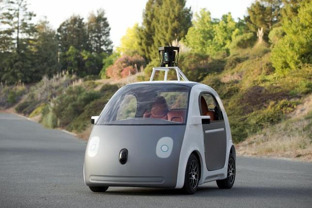 5月27日、グーグルの共同創業者、セルゲイ・ブリン氏は、ハンドルやアクセルおよびブレーキペダルがない自動運転車のプロトタイプ(試作車)を開発していると明らかにした。写真は同社提供(2014年 ロイター/Google Inc)