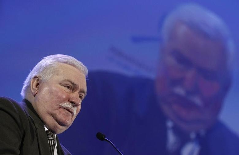 Former Polish President and 1983 Nobel Peace Prize laureate Lech Walesa addresses the audience during the opening ceremony of the 13th World Summit of Nobel Peace Prize Laureates at Palace of Culture in Warsaw October 21, 2013.  REUTERS/Kacper Pempel