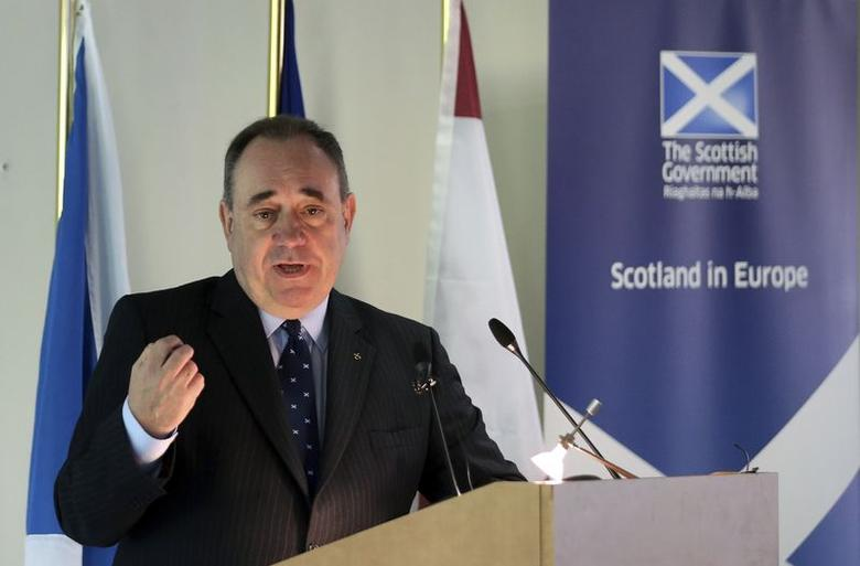 Scotland's First Minister Alex Salmond delivers a speech at the College of Europe in Bruges April 28, 2014.  REUTERS/Francois Lenoir/Files