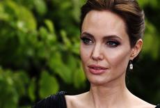 """A atriz Angelina Jolie chega para um evento do filme """"Malévola"""", em Londres, no início de maio. 08/05/2014 REUTERS/Luke MacGregor"""