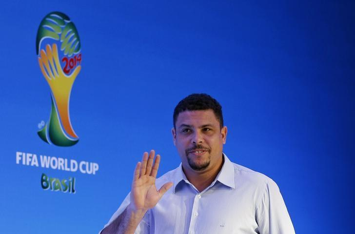 Former Brazilian soccer player Ronaldo waves as he arrives at a news conference ahead of the draw for the 2014 World Cup at the Costa do Sauipe resort in Sao Joao da Mata, Bahia state, December 5, 2013.  REUTERS/Sergio Moraes