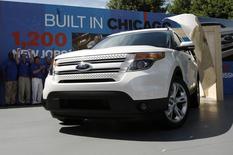 Un Ford Explorer 2011. Le constructeur automobile américain a annoncé le rappel de 1,39 million de voitures en Amérique du Nord, la plupart en raison d'un risque susceptible d'affecter la direction assistée. Il s'agit principalement de Ford Escape et de Mercury Mariner des millésimes 2008 à 2011 et d'Explorer fabriqués entre 2011 et 2013. /Photo d'archives/REUTERS/John Gress