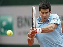 Novak Djokovic of Serbia returns a backhand to Marin Cilic of Croatia during their men's singles match at the French Open tennis tournament at the Roland Garros stadium in Paris May 30, 2014.    REUTERS/Vincent Kessler