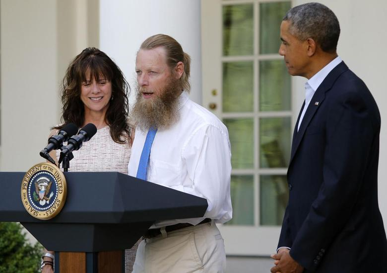 U.S. President Barack Obama watches as Jami Bergdahl (L) and Bob Bergdahl (C) talk about the release of their son, prisoner of war U.S. Army Sergeant Bowe Bergdahl, during a statement in the Rose Garden at the White House in Washington May 31, 2014. REUTERS/Jonathan Ernst