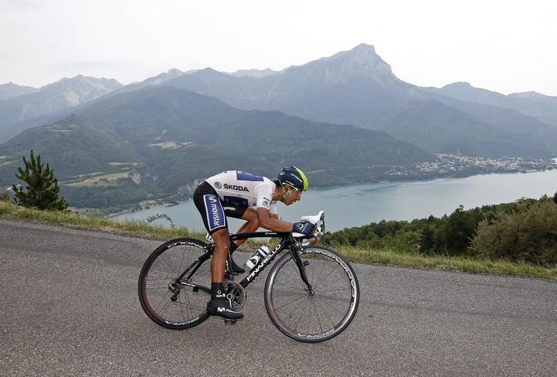 Movistar team rider Nairo Alexander Quintana of Colombia cycles during the 32km individual time-trial seventeenth stage of the centenary Tour de France cycling race from Embrun to Chorges July 17, 2013.      REUTERS/Eric Gaillard