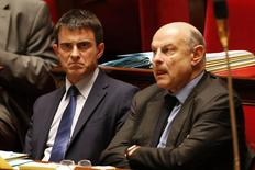 France's Prime Minister Manuel Valls (L) and Minister for Parliamentary Relations Jean-Marie Le Guen attend the questions to the government session at the National Assembly in Paris May 27, 2014.   REUTERS/Regis Duvignau