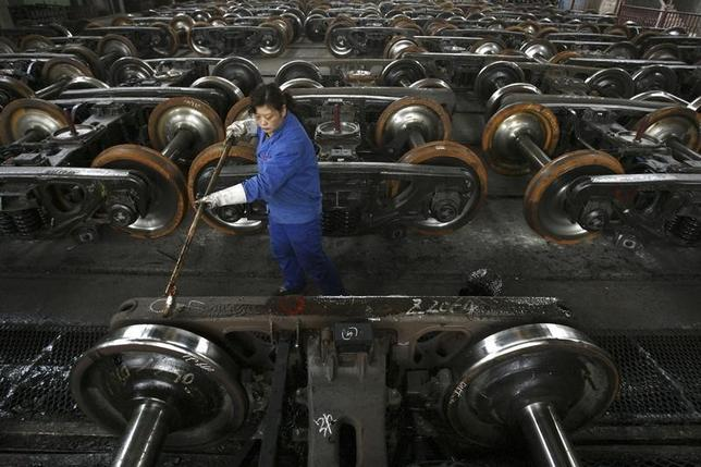 A labourer paints antirust oil on vehicle at a factory in Wuhan, capital of central China's Hubei province January 26, 2007. CHINA OUT REUTERS/Stringer