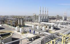 Нефтяное месторождение Западная Курна-2 в Басре, 29 марта 2014 года. Цены на нефть Brent держатся выше $109 за баррель за счет производственного показателя Китая, позволяющего надеяться на повышение спроса. REUTERS/Essam Al-Sudani