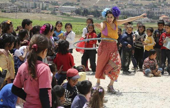 Members of Clowns Without Borders entertain Syrian refugee children in Jab Janine, West Bekaa June 2, 2014.  REUTERS-Sharif Karim