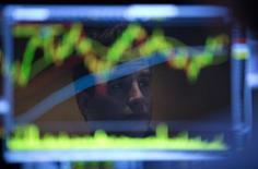 Plusieurs stratégistes et analystes de grandes banques d'investissement estiment qu'il est désormais temps d'investir dans les entreprises françaises malgré la stagnation économique du pays, un taux de chômage record, le niveau de marges le plus faible d'Europe et un coût du travail élevé. /Photo d'archives/REUTERS/Carlo Allegri